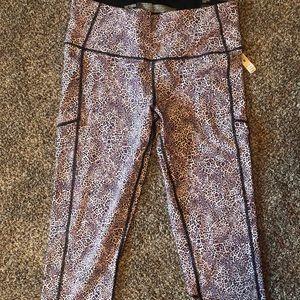 Victoria's Secret knockout leggings NWT Capri